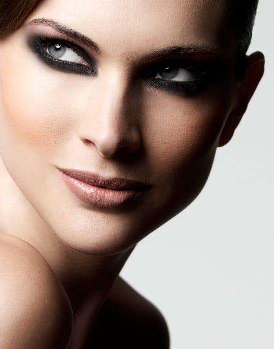Casamento noturno: maquiagem para noiva com olho preto esfumado