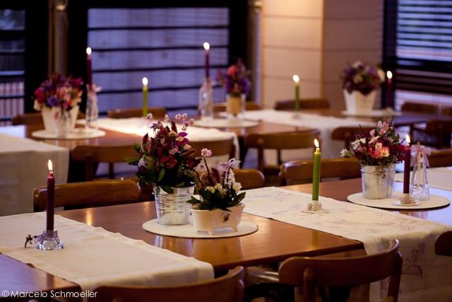 Decoração de casamento retrô mesa em tons de lilás  da Antique