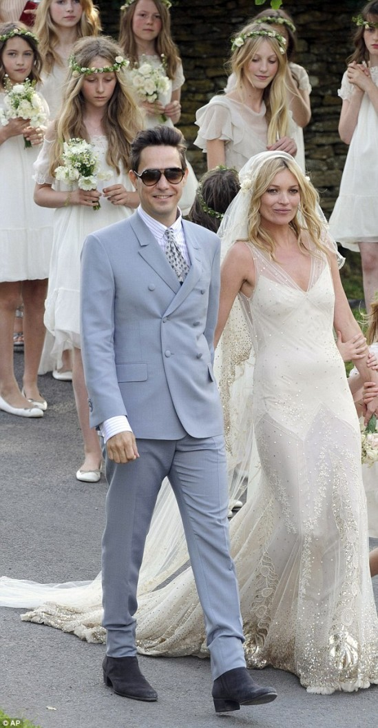 Casamento de Kate Moss e Jamie Hince: os trajes dos noivos