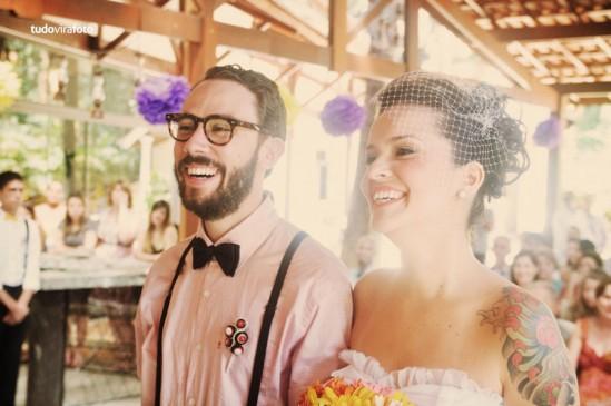 Decoração de Casamento: amarelo e roxo - noivos, pompons, buquê de margaridas