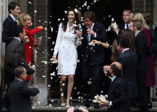 Chuva de pétalas no casamento de Nancy Shevell e Paul McCartney.