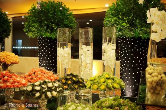 Decoração de casamento com vasos de bolinhas. Foto: Fabrícia Soares Fotografia.