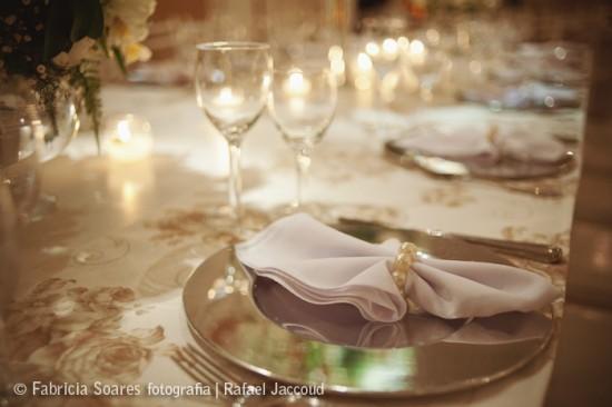Prendedor de guardanapo com pérolas para casamentos. Foto: Fabricia Soares.