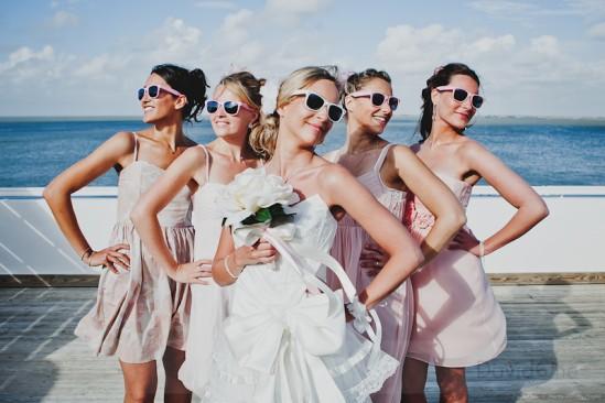 Como usar óculos escuros em casamentos diurnos: noiva e madrinhas. Foto: David One