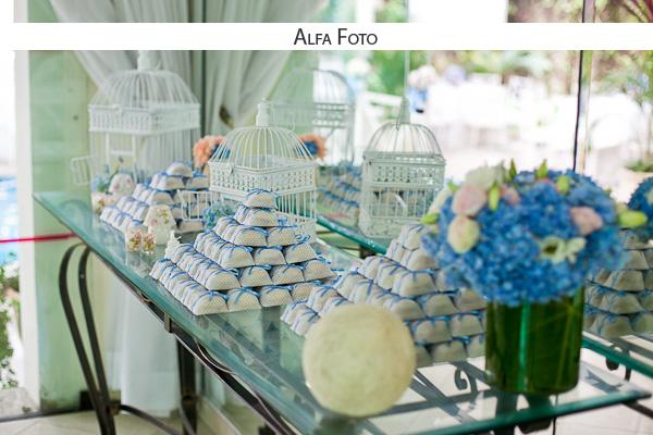 Casamento florido azul e branco Planejando Meu Casamento -> Enfeites De Mesa Para Casamento Azul E Branco