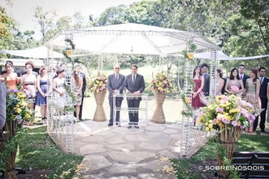 Gazebo/Coreto para casamento no campo no Espaço Natureza. Foto: Sobre Nós Dois.