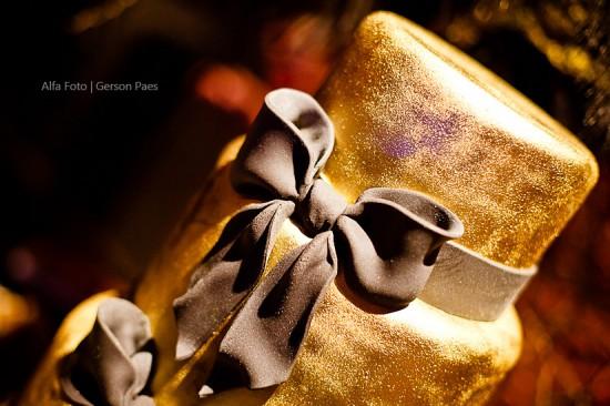 Bolo de casamento dourado. Foto: Alfa Foto.