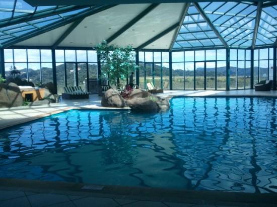 Piscina aquecida do Blue Mountain Hotel e Spa em Campos do Jordão.