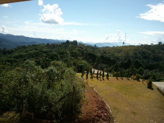 Vista do quarto no Blue Mountain Hotel e Spa em Campos do Jordão.