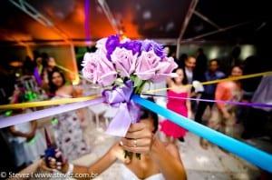 Buquê de fitas em casamento. Foto: Stevez Produções.