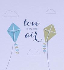 "Convite de casamento com pipas e ""love is in the air"""
