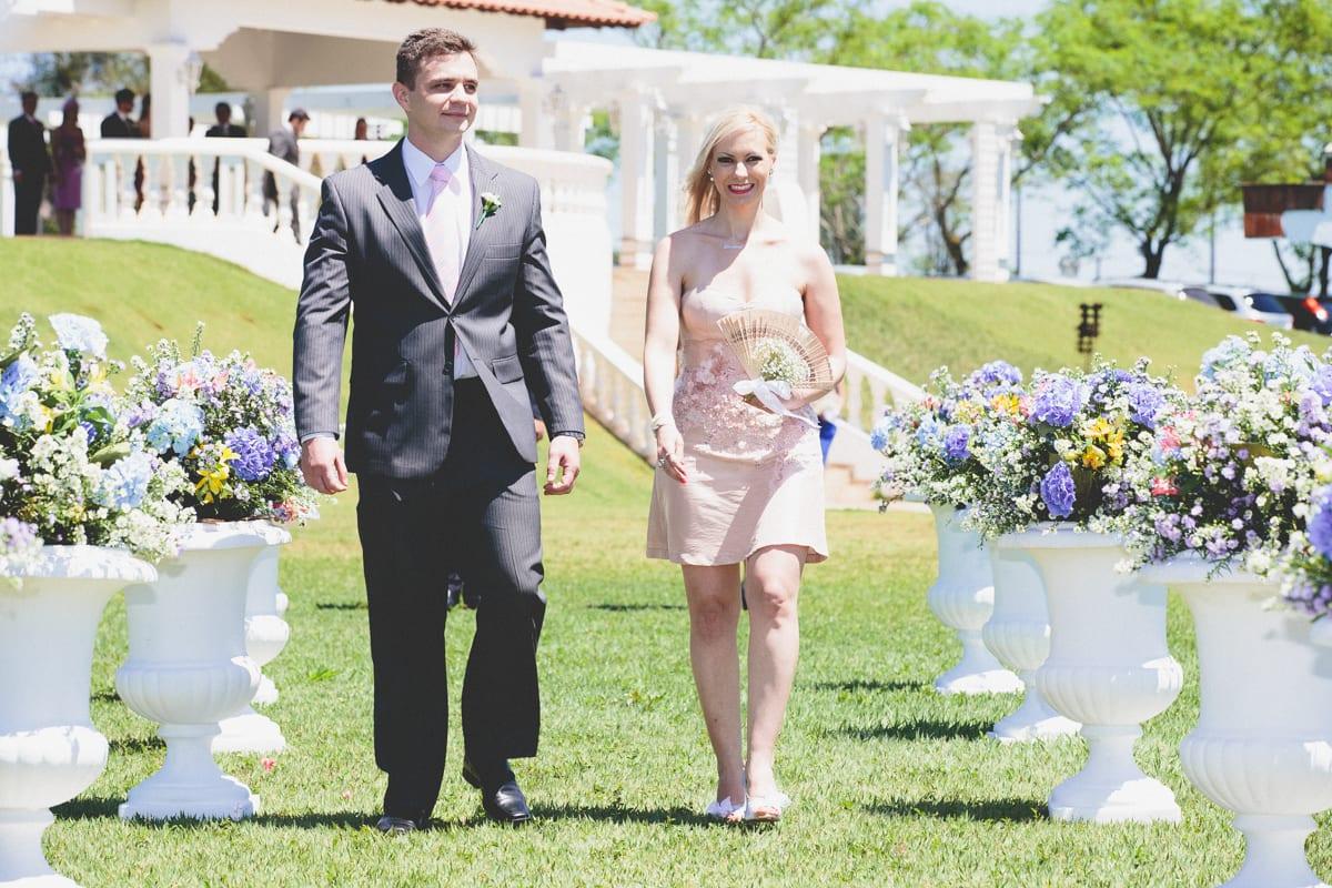 decoracao casamento londrina : decoracao casamento londrina:Casamento no campo: padrinhos entram na cerimônia. Foto: 18 Elementos