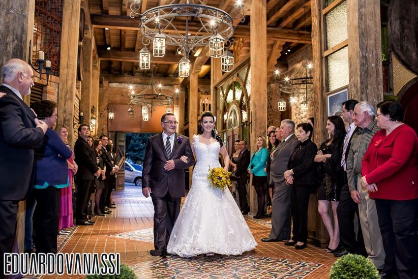 Casamento na vinícola Casa Salvador: entrada da noiva. Foto: Eduardo Valassi.