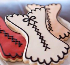 Chá de lingerie: biscoitos decorados em formato de corselet da Pastry Tart Bakery.