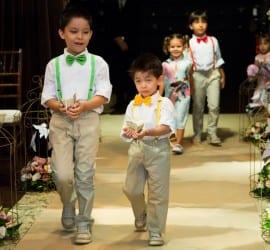 Trajes para pajens de casamento: suspensório e gravata borboleta coloridos. Foto: Edu Federice-