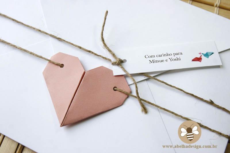 Convite de casamento Abelha Design: rústico com origami de coração.