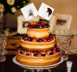 Topo de bolo barato com fotos dos noivos. Foto: Arthur Rosa.