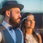 Noivo hipster, de chapéu, barba, gravata borboleta e colete. Casamento Mateus e Marcella (da dupla Jorge e Mateus). Fotos: Michel Castro.