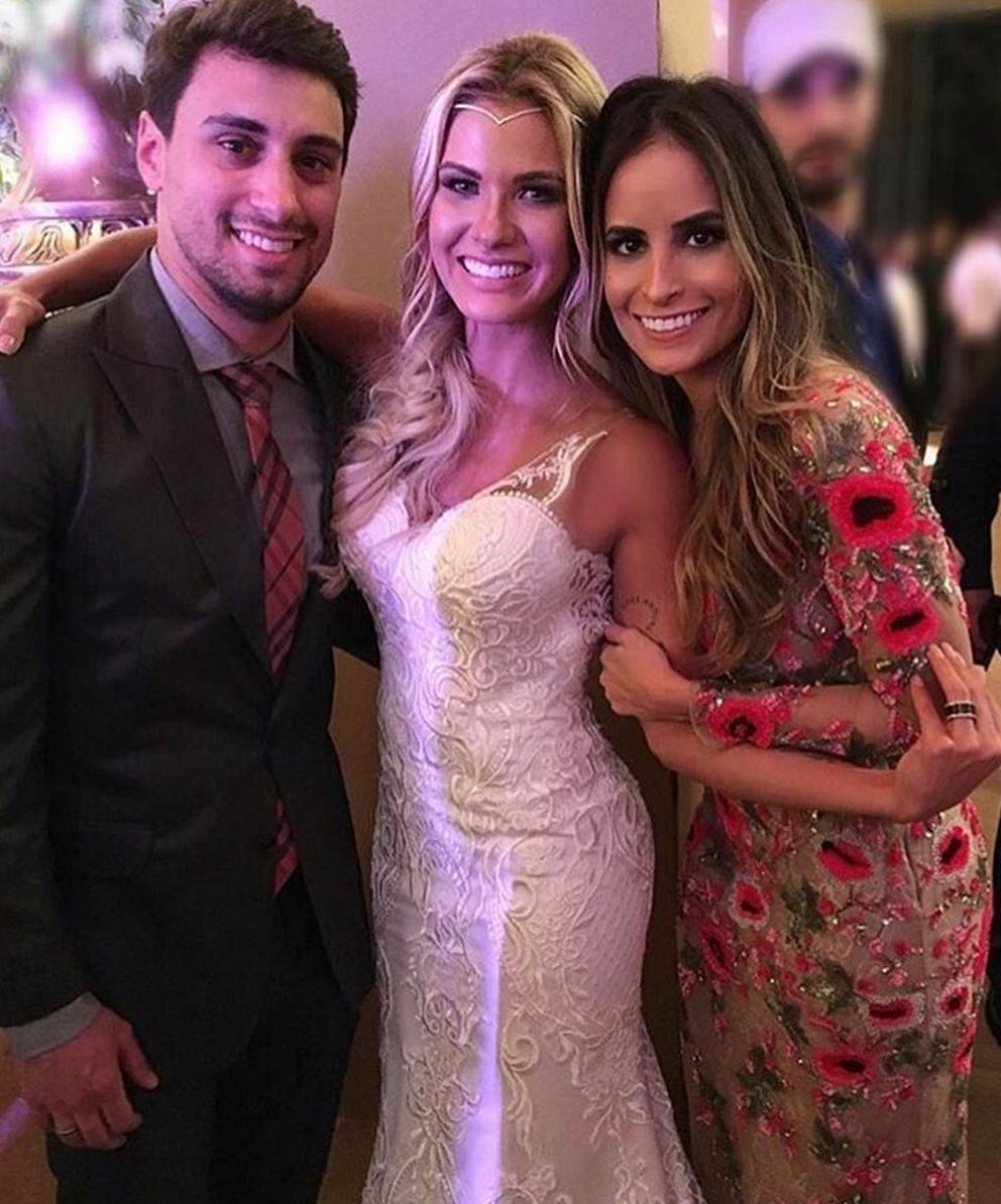Fotos do casamento Gusttavo Lima e Andressa Suita. Arranjo de cabelo da noiva (headband).
