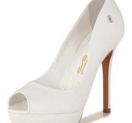Sapato de noiva: peep toe com salto fino da Santa Lolla (coleção Marry Me).