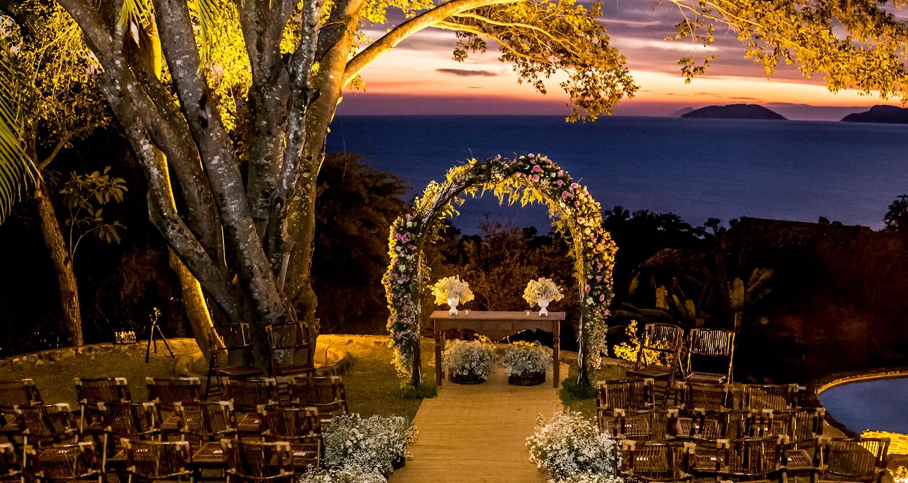 Espaços para casamento na praia em Ilhabela: Galiileu Feiticeira. Veja mais locais no site Planejando Meu Casamento ( www.planejandomeucasamento.com.br ).