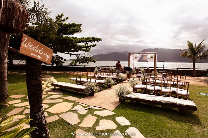Espaços para casamento na praia estilo pé na areia em Ilhabela: Vila das Velas. Foto: Luiza Marques. Veja mais locais no site Planejando Meu Casamento ( www.planejandomeucasamento.com.br ).