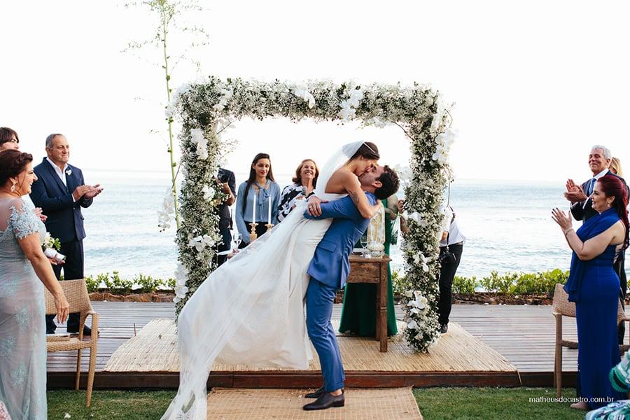 Melhores fotógrafos de casamento na praia (Ilhabela, Maresias e São Sebastião): Matheus de Castro. Mais inspirações no site Planejando Meu Casamento ( www.planejandomeucasamento.com.br ).